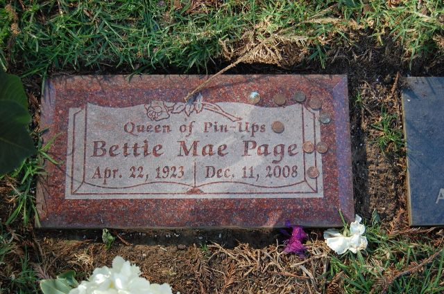 1280px-Bettie_Page_grave_at_Westwood_Village_Memorial_Park_Cemetery_in_Brentwood,_California