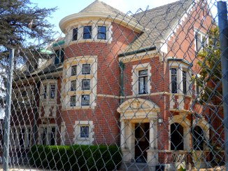 Muder House, Los Angeles